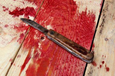 Młody Polak brutalnie dźgnięty nożem za to, że nie poczęstował papierosem